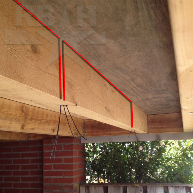 aan de rechterkant van de houten balk ziet u maar 1 kabel 2 draadjes uit het gat komen dat is het einde overal waar spots worden doorgekoppeld ziet u 2